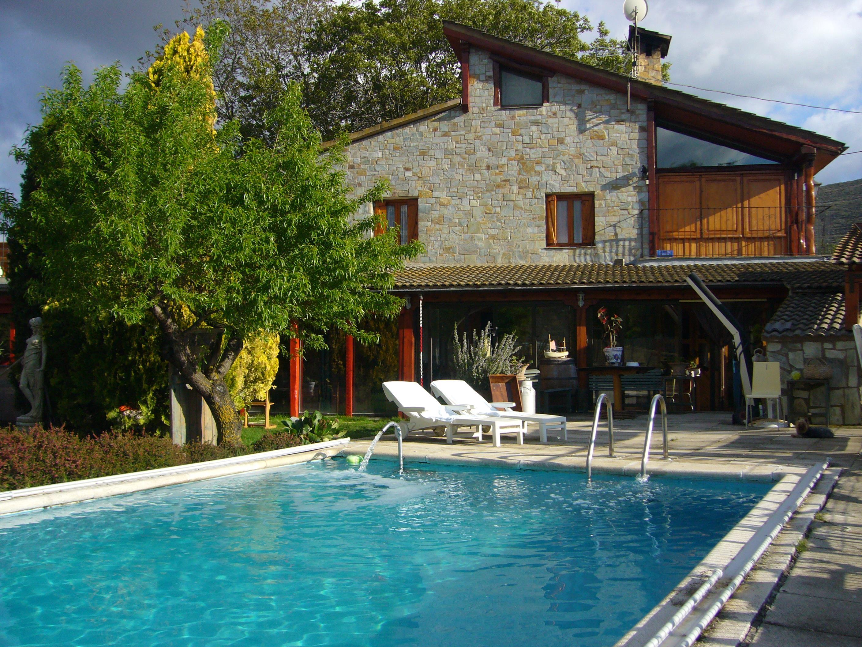 Casa rural cruz alojamientos la rioja turismo for Alojamiento rural con piscina