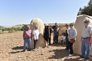 """González Menorca visita a los artistas que participan en Arte en La Tierra, """"una de nuestras principales iniciativas culturales y artísticas"""""""