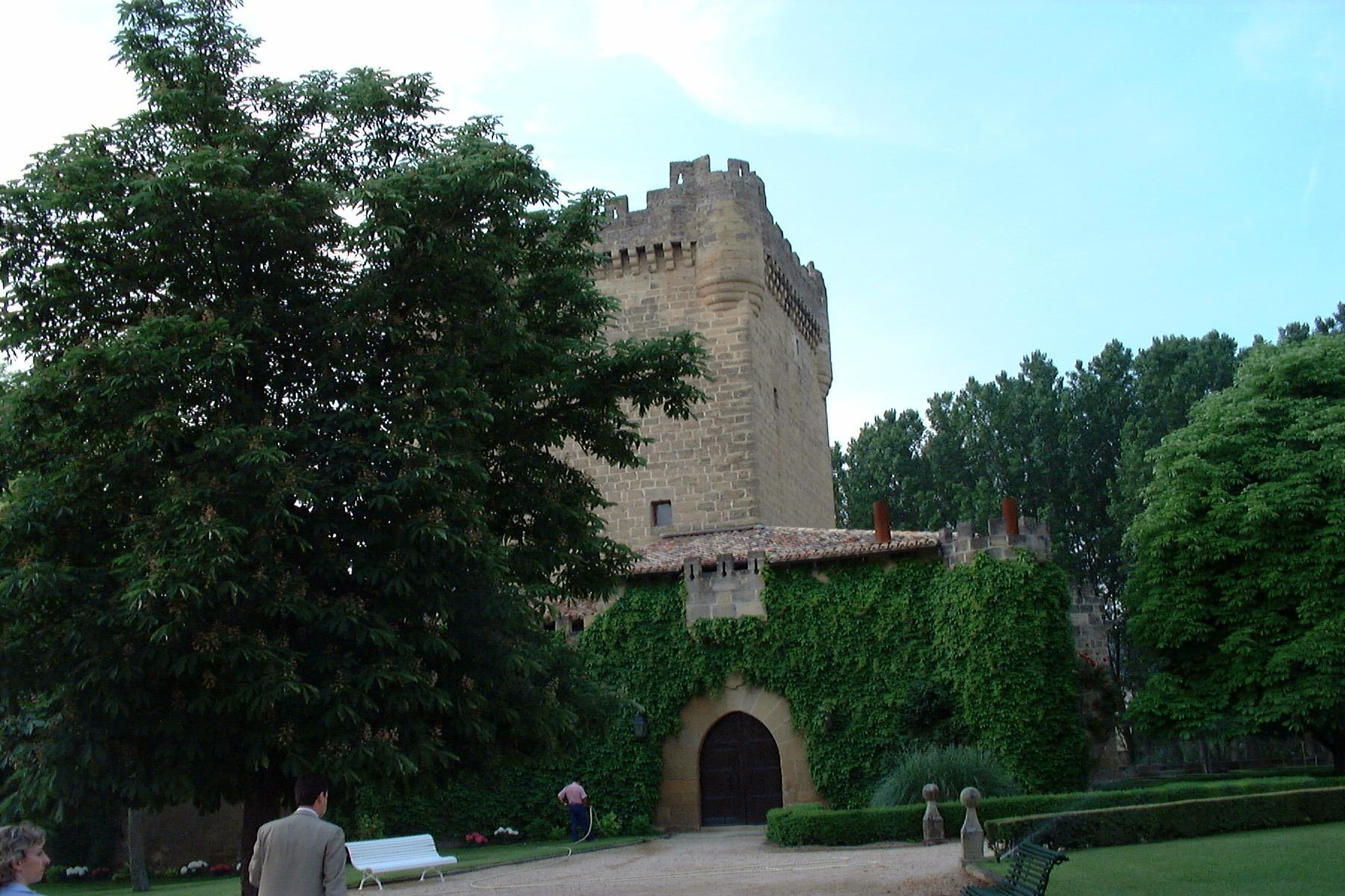 Bodegas castillo de cuzcurrita winery la rioja turismo - Entradas baratas castillo de las guardas ...