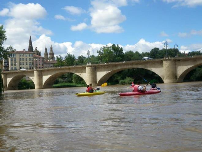 Paseos en piragua por el Ebro a su paso por Logroño