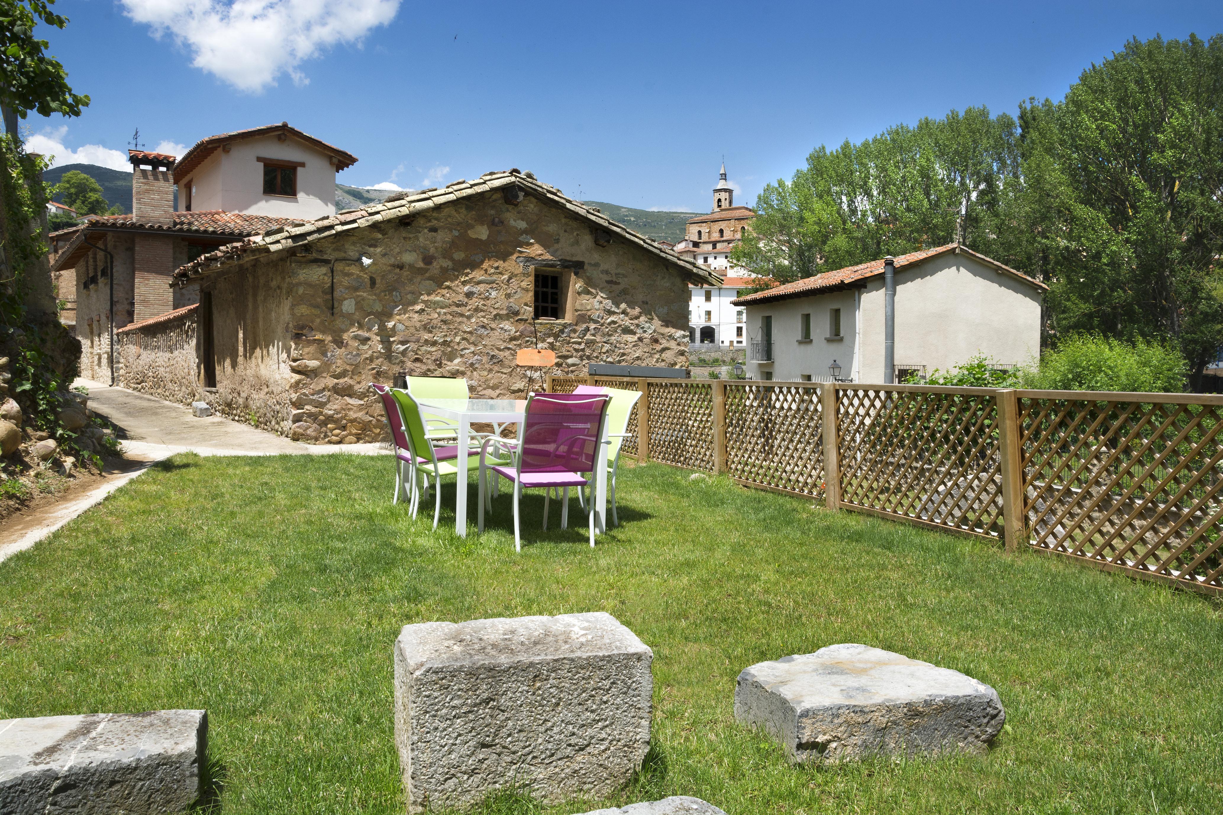 Villa liquid mbar ii alojamientos la rioja turismo - Jardines de azahar rioja ...