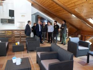 Ceniceros señala que las nuevas instalaciones de El Refugio aumentan la oferta de restauración en una zona estratégica para el turismo