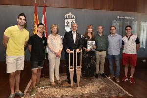 Ceniceros felicita a los Danzadores de Anguiano por la reciente declaración como Bien de Interés Cultural de carácter inmaterial