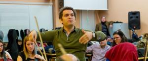 Diego Náser dirige a la Joven Orquesta de la UR en Riojaforum