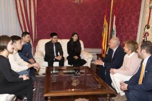 Ceniceros ha recibido a los ganadores del concurso de español convocado por la televisión estatal china