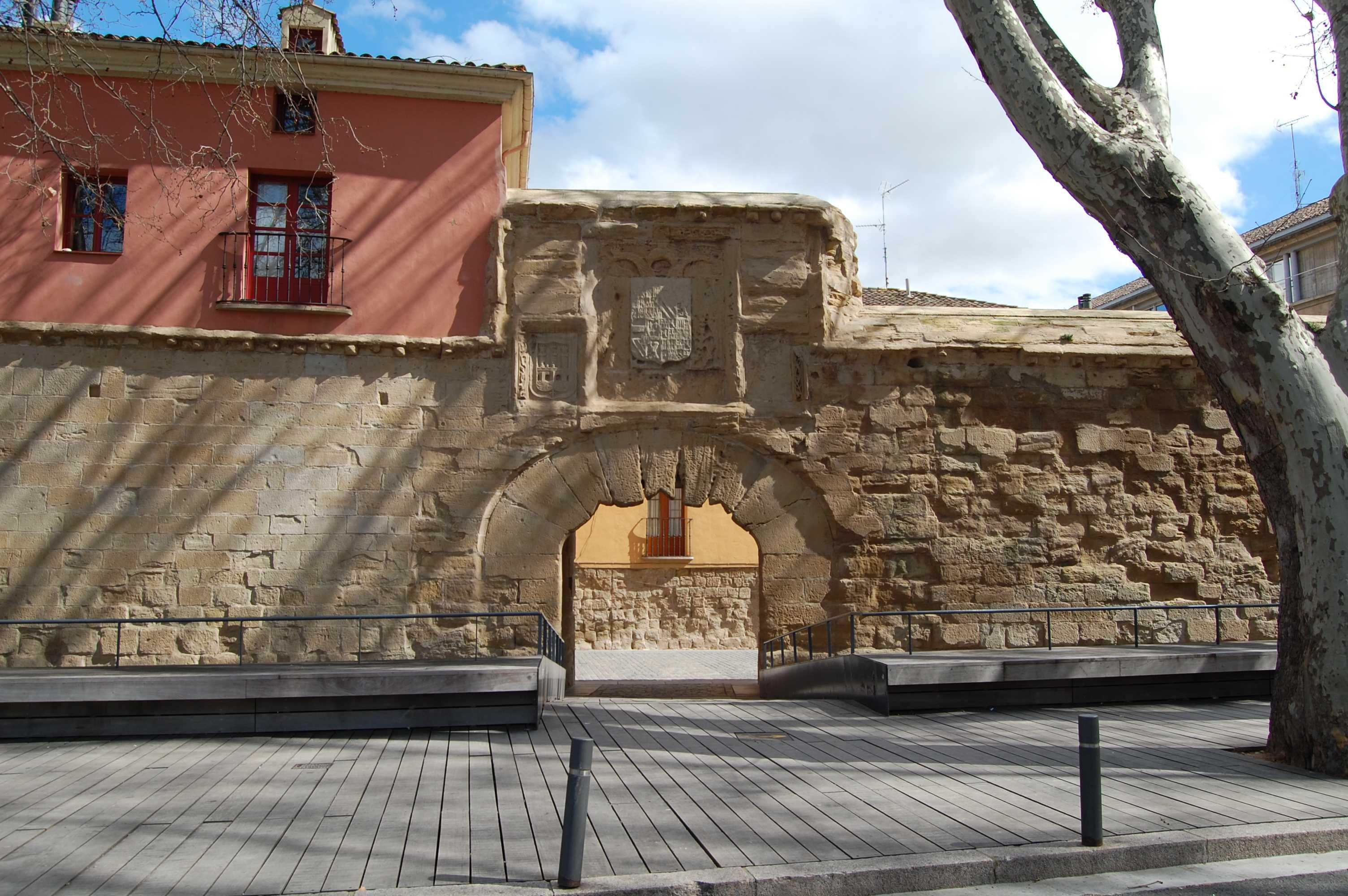 Muralla y puerta del revell n en logro o punto de inter s la rioja turismo - Oficina del consumidor logrono ...