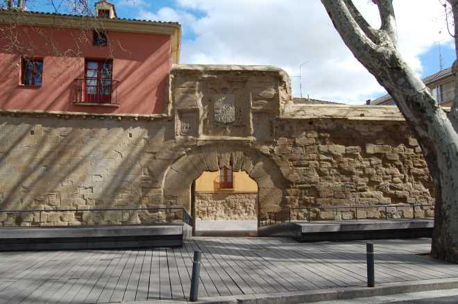 Muralla y Puerta del Revellín en Logroño