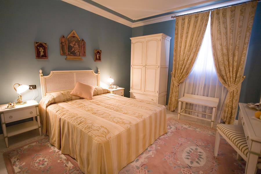 Hotel se or o de la murada alojamientos la rioja turismo for Descripcion de una habitacion de hotel