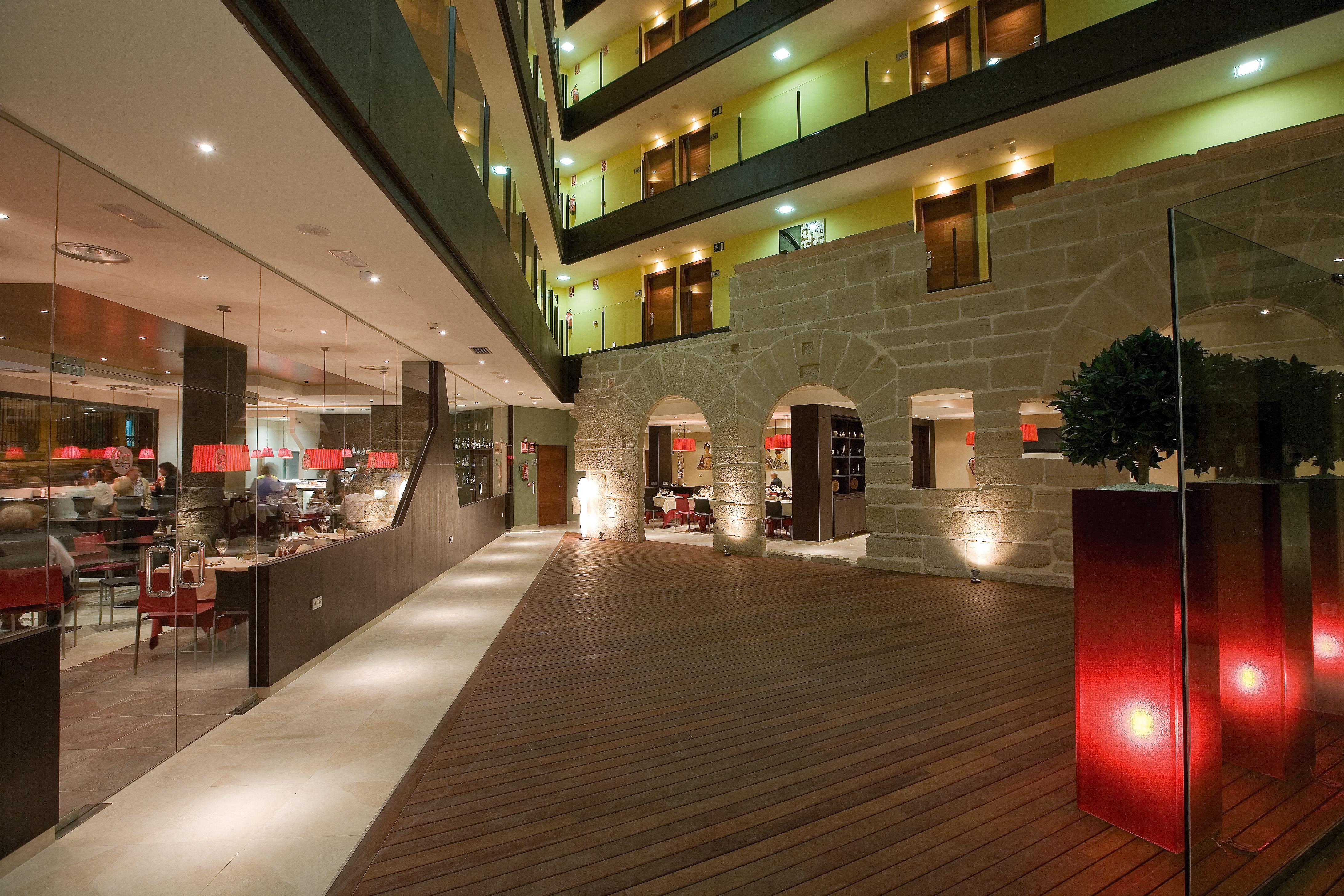 Hotel f g logro o alojamientos la rioja turismo for Hotel diseno la rioja