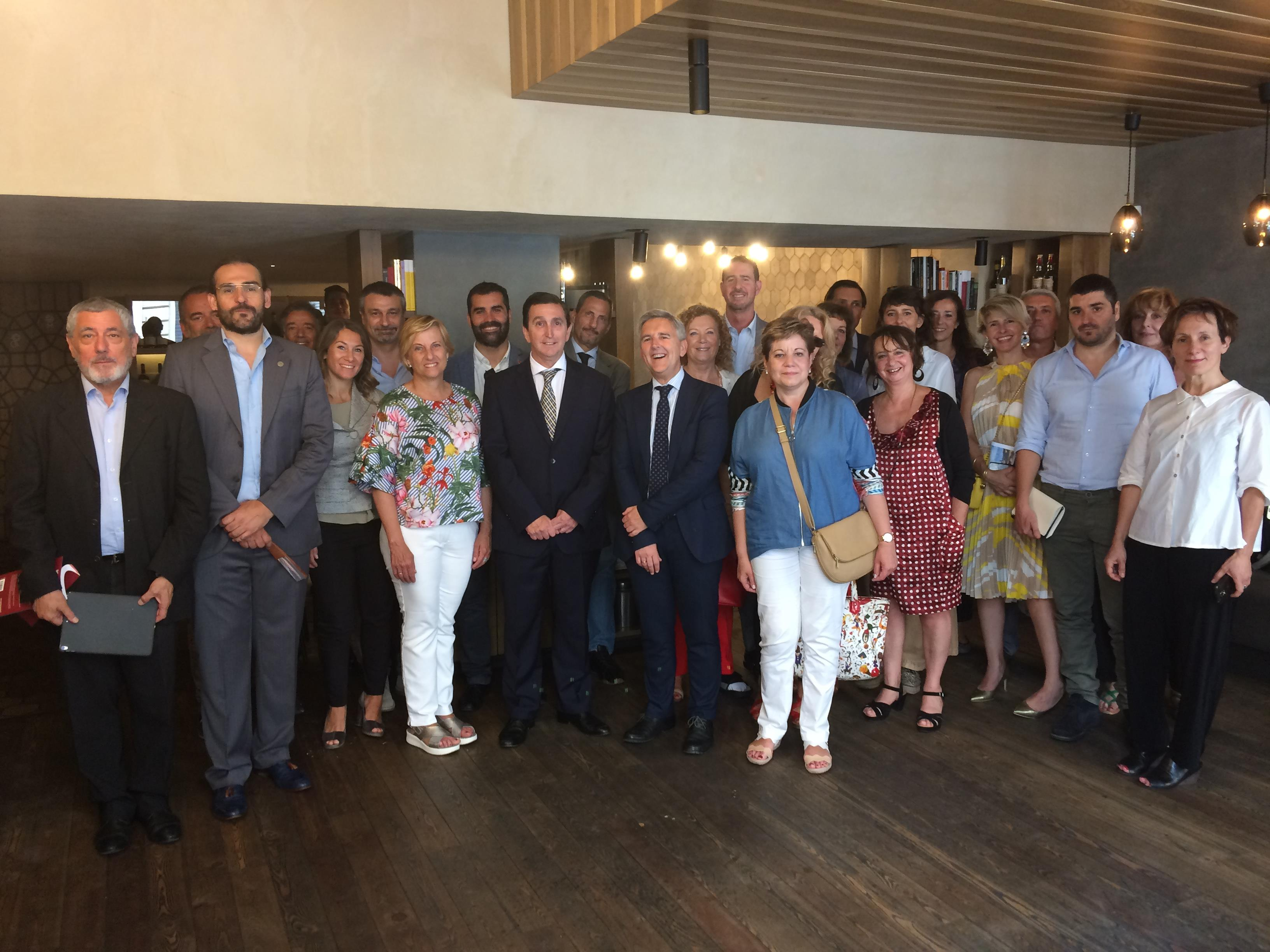 La rioja difunde sus atractivos ante profesionales for Oficina turismo roma