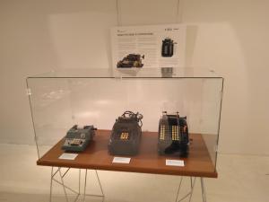 """Exposición """"De la mano a la electrónica. Máquinas de calcular"""""""